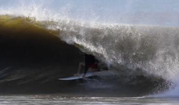 2834Oliver Kurtz surfa 2 sweis de furação || 3:17