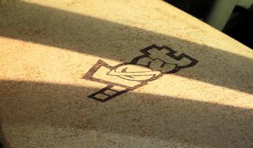 5858Mason Ho surfa com prancha de Cortiça || 1:21
