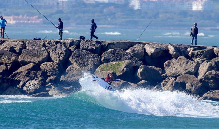 48192Quanto custa apostar numa carreira de surfista profissional?