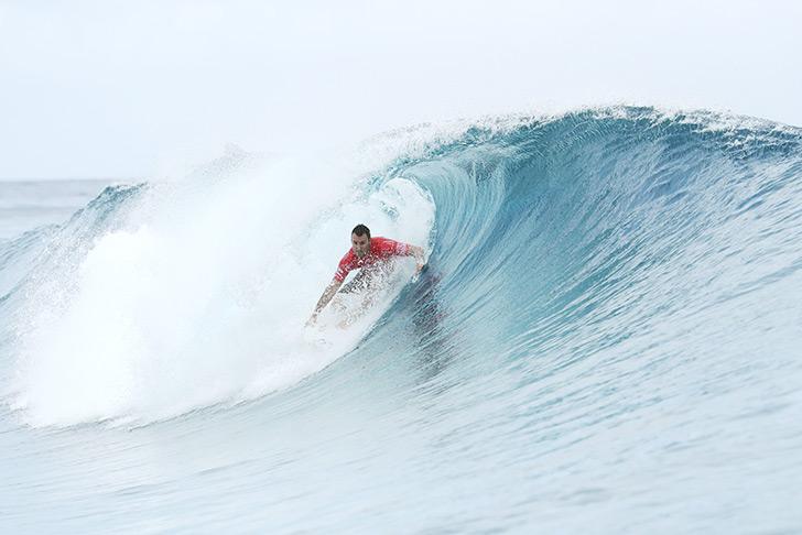 Joel Parkinson aproveitou a sua experiência em Teahupoo para fazer o seu score em duas ondas seguindas e ambas sem prioridade.