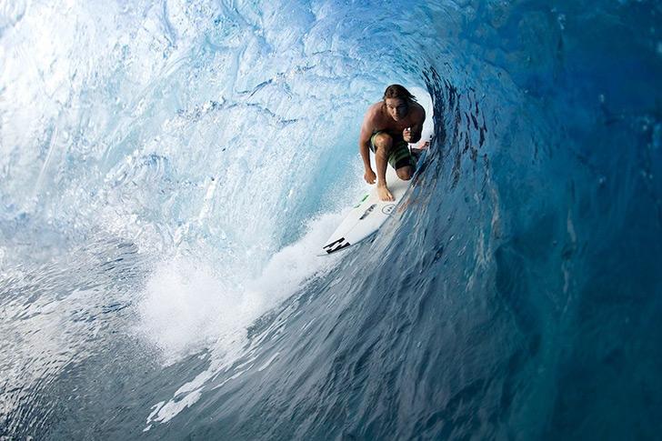 Ryan Callinan domina os tubos, sejam eles pequenos e apertados ou pesados e perigosos! Photo by Billabong