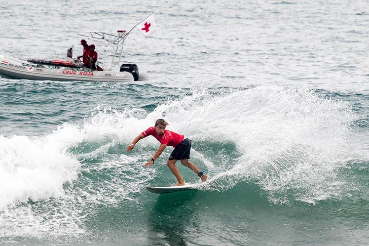 Guilherme Fonseca mostrou mais uma vez o poder do seu power surf garantindo notas excelentes no seu primeiro heat. Photo by ISA I Jimenez