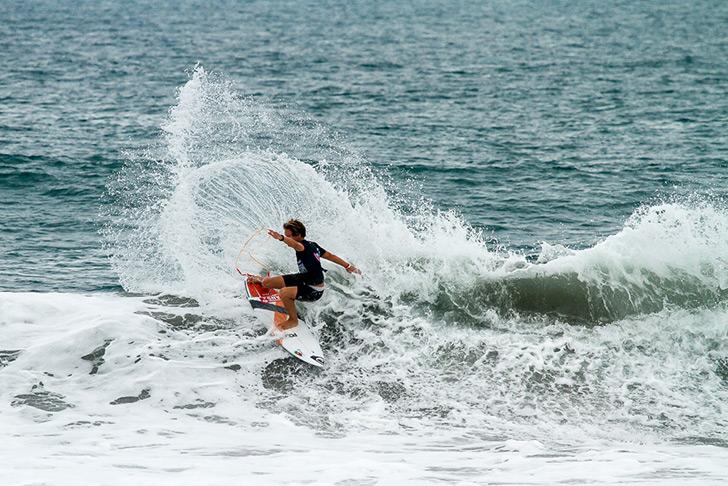 Jácome Correira é, até agora, a única baixa da Selecção Nacional mas apesar da sua eliminação mostrou que o futuro do surf português está bem entregue. Photo by ISA I Jimenez