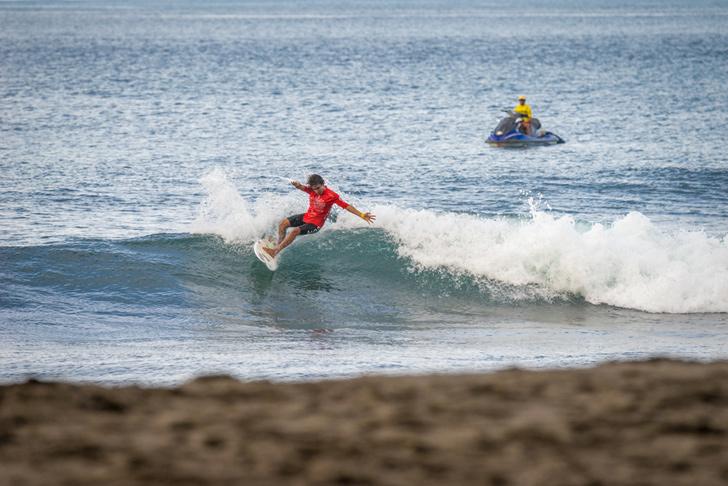 Jacome Correia fez bom surf no round 1 mas cometeu uma interferência. Photo by Evans/ISA