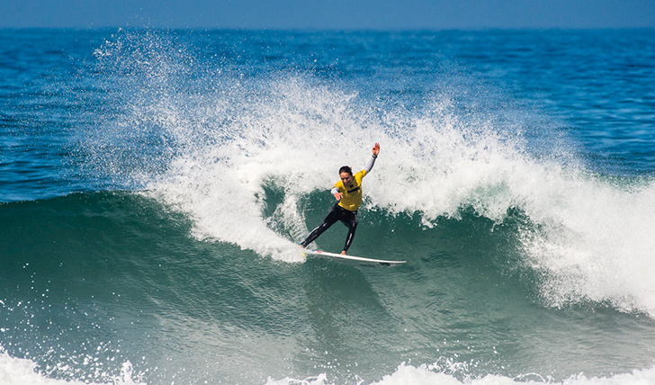 "Sally Fitzgibbons segue na ""pole position"" - Photo by Pedro Mestre"