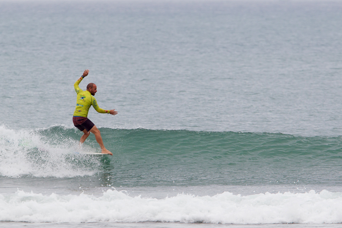 42477Portugueses eliminados no ISA World Longboard Surfing Championship