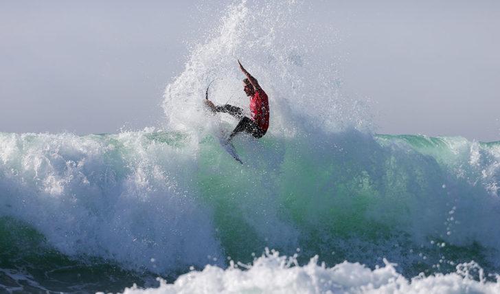 42653Como ficar relevante no surf profissional…