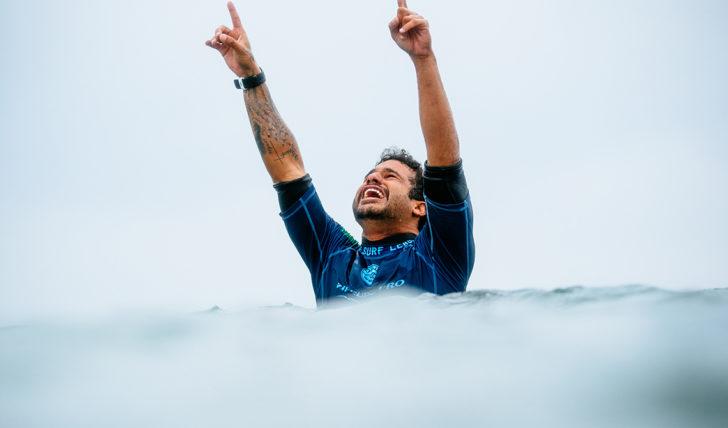 43693Ítalo Ferreira vence em Bells Beach e estraga final de sonho de Mick Fanning