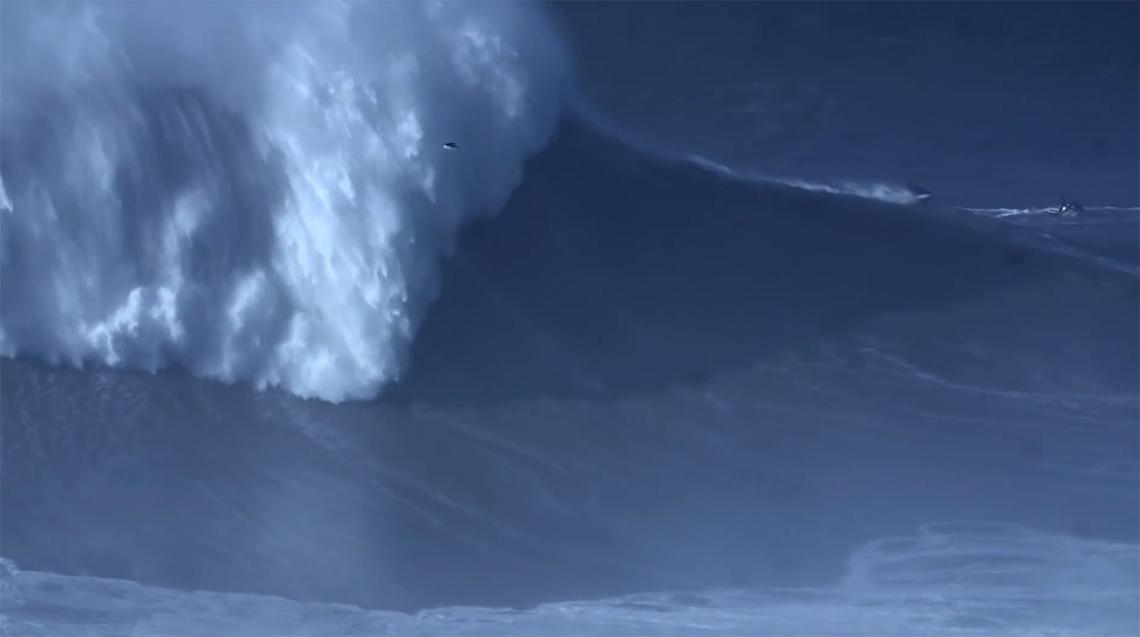 44290Nazaré volta a quebrar o recorde de maior onda surfada