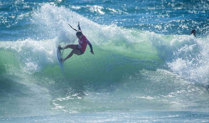 44973Carol Henrique a caminho dos trials do Bali Pro