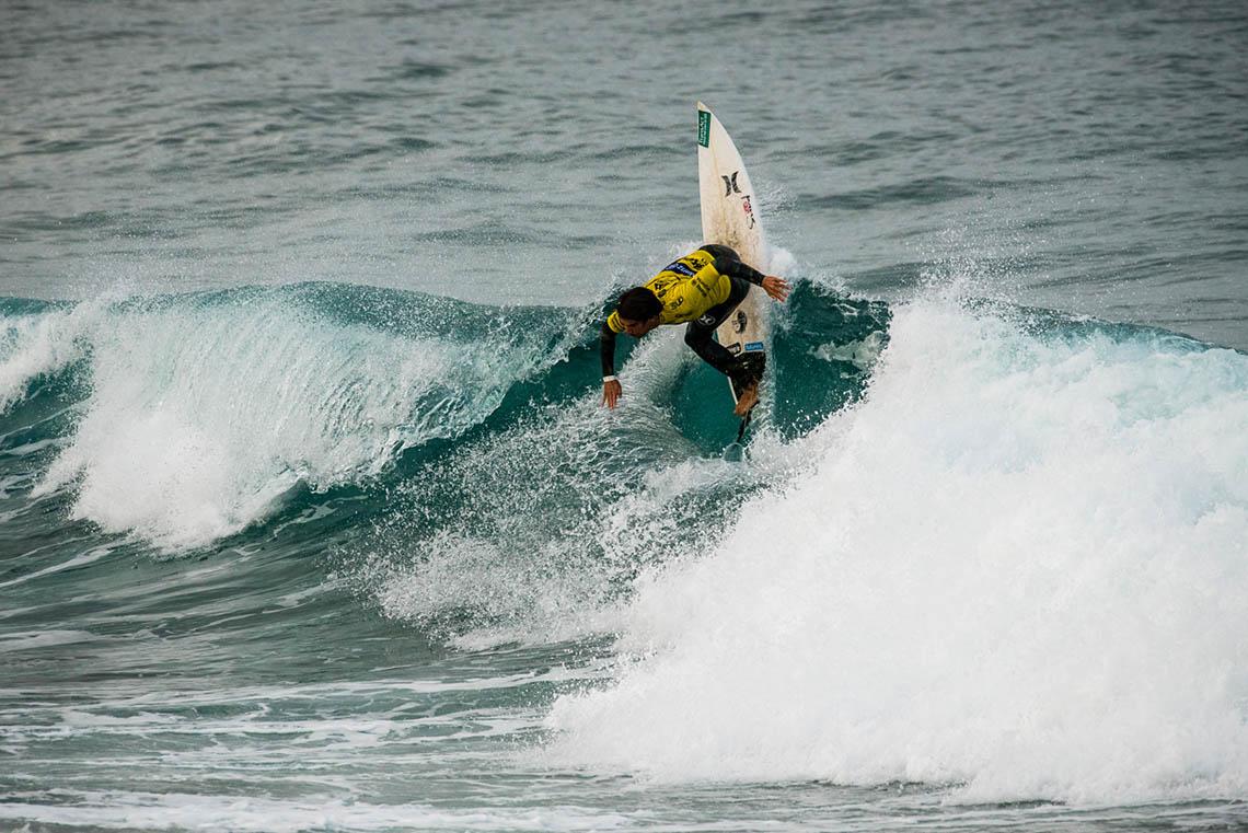 45136Pedro Coelho avança para o round 2 no Vans Surf Pro Classic
