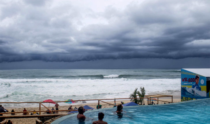 45388Los Cabos Open of Surf arranca em condições difíceis