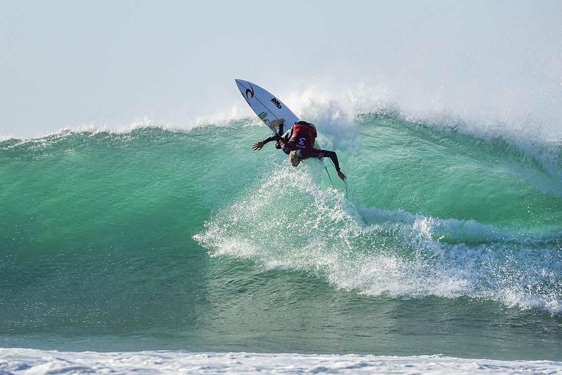 45781Owen Wright junta-se ao team DHD Surfboards