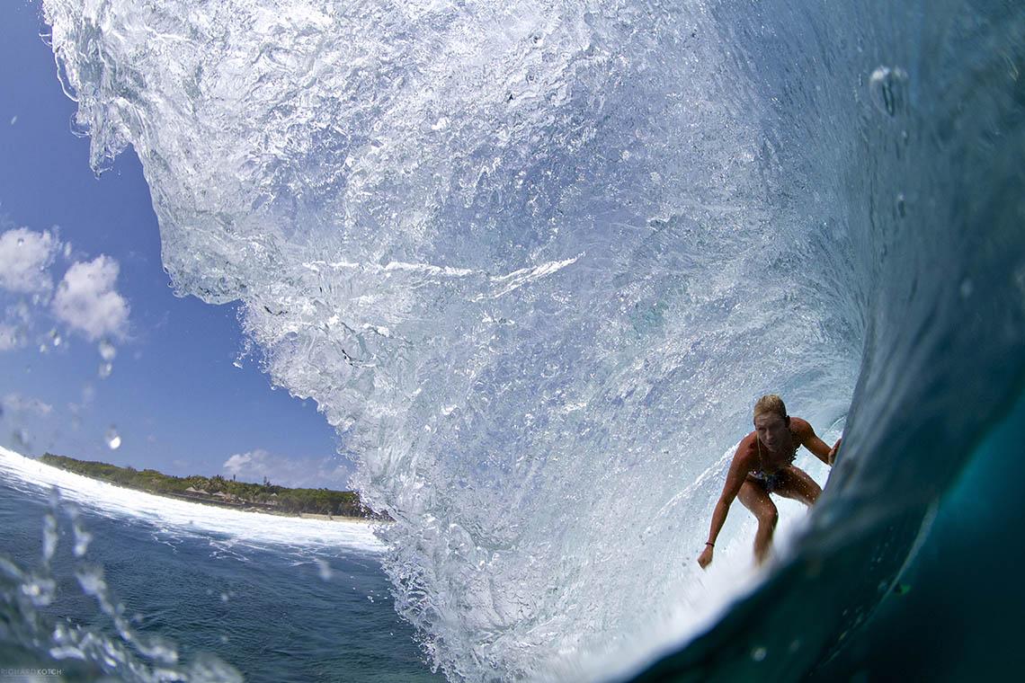 46270TakeOff Surf Travel apresenta três ondas exclusivas nas Maldivas