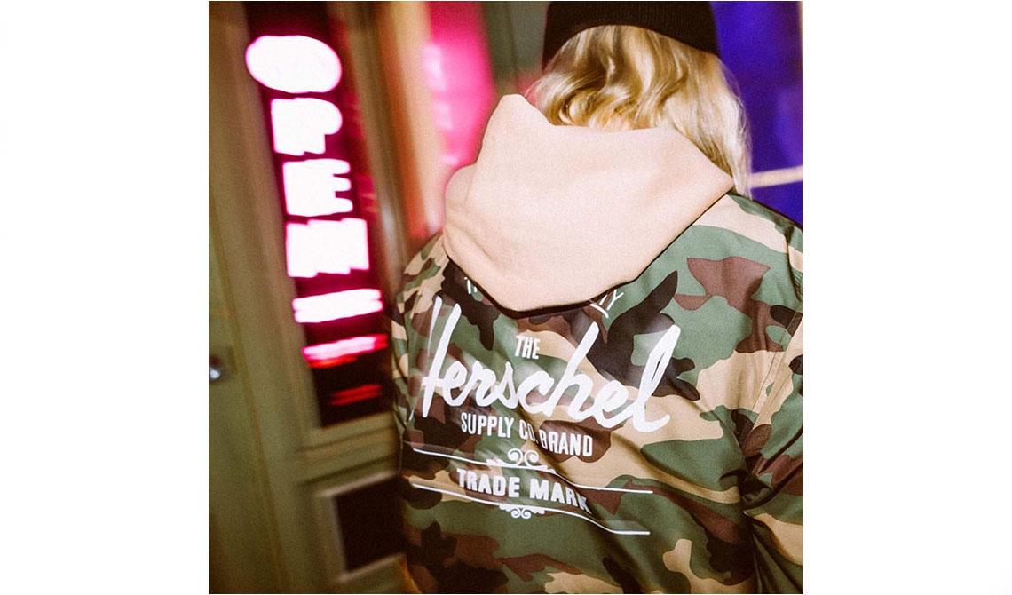"""47894Junta-te ao instagram da ONFIRE e prepara-te para o inverno com um casaco """"Camo Classic"""" da Herschel…"""