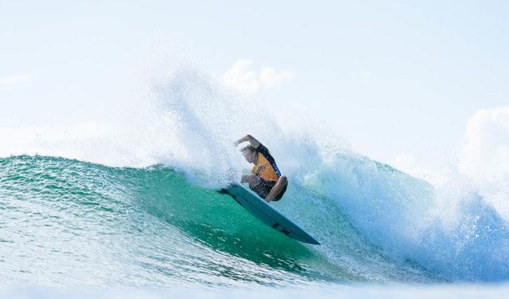 48469John John Florence vence (novamente) o Surfer Poll Awards