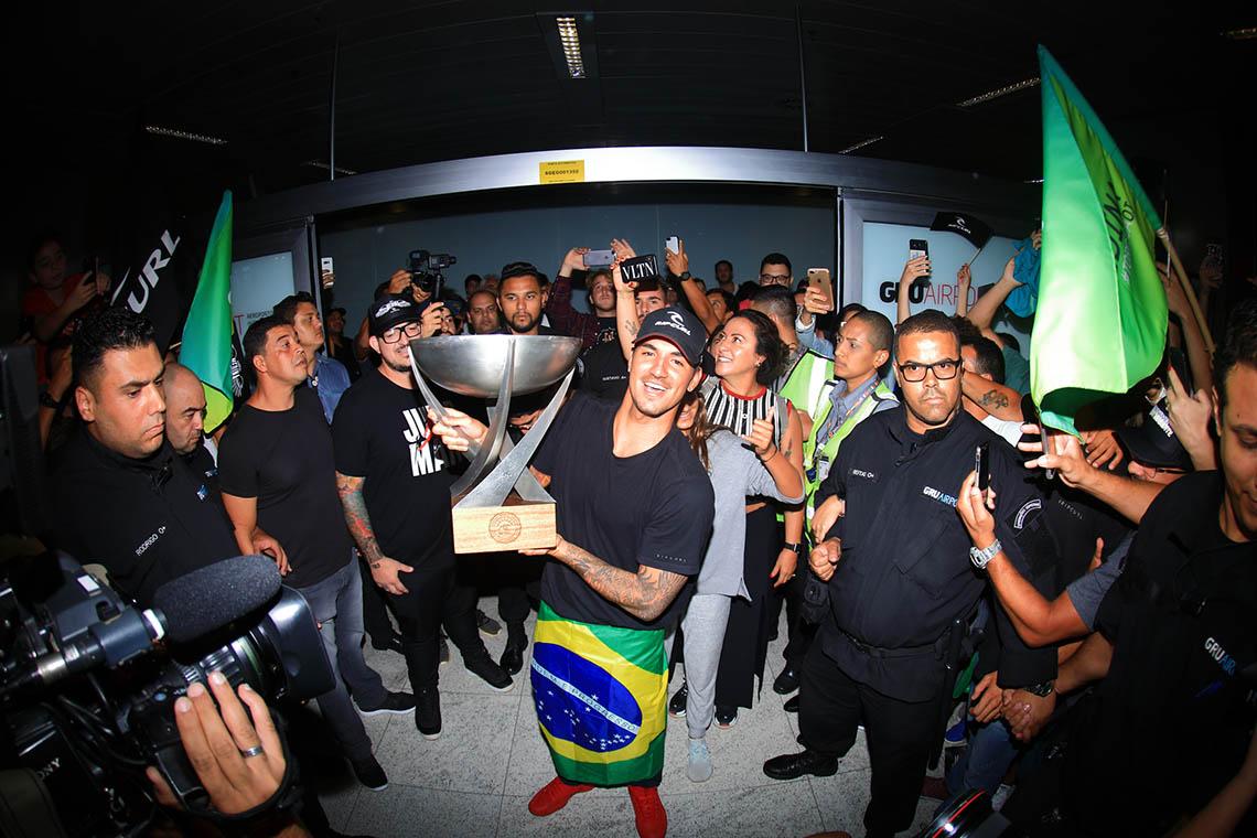 48713Brasil continua a ser a super potência do surf mundial…