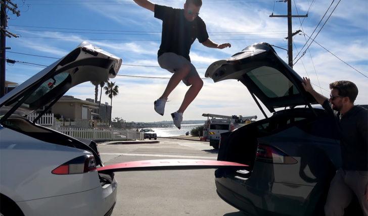 49187Youtuber destrói prancha Tesla de 3.000 USD