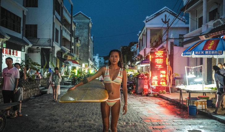 50189A Billabong une mulheres em todo o mundo através do Surf