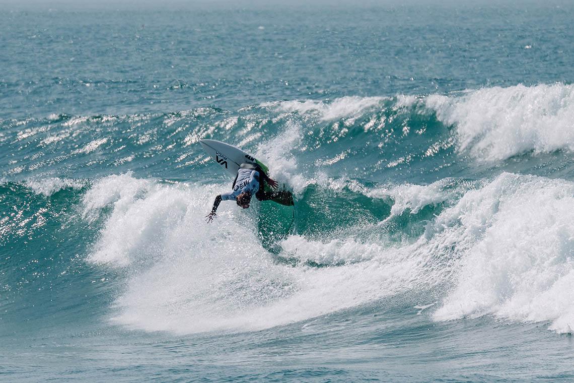 49906Melhores surfistas nacionais e Allianz angariam mais de meia tonelada de bens para Moçambique