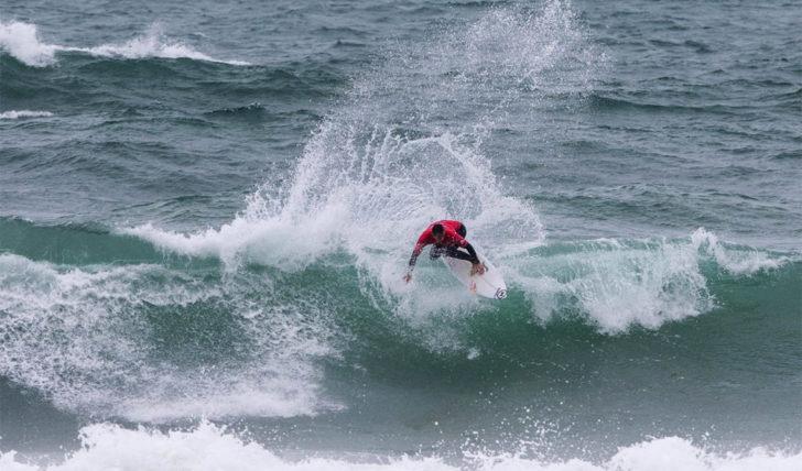 50156Vasco Ribeiro destaca-se em dia curto de competição no Caparica Surf Fest Pro | Dia 3