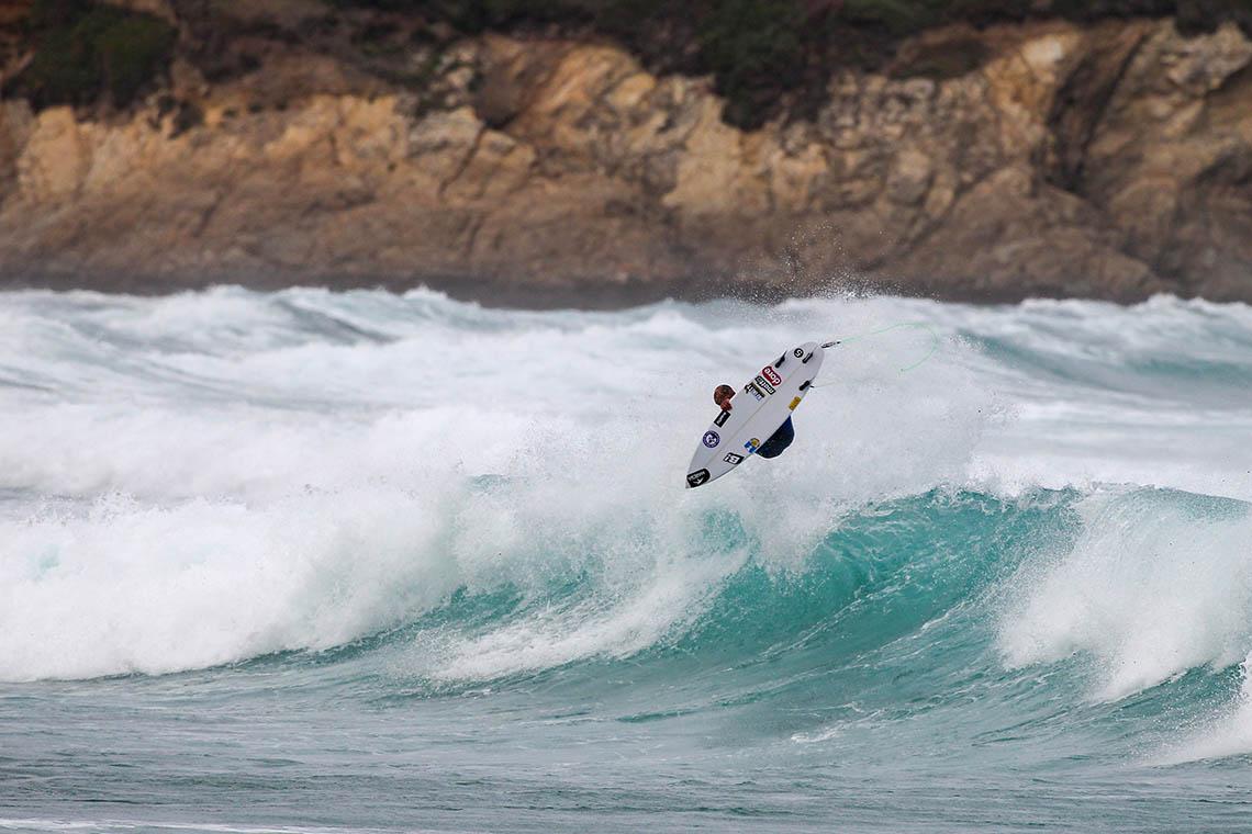 52142Líder do ranking QS surfa com pranchas portuguesas