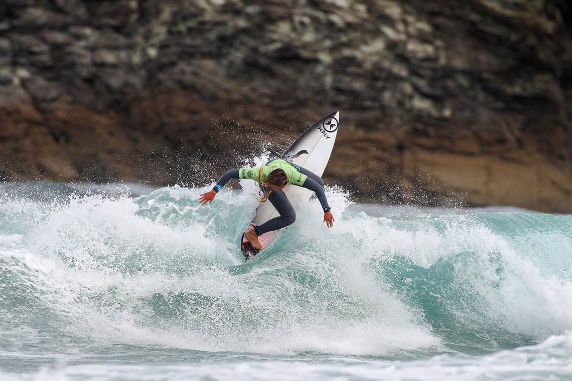 52025Portuguesas eliminadas no ABANCA Galicia Classic Surf Pro