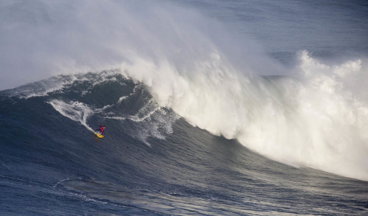 53277Nazaré Tow Surfing Challenge – Team Young Bulls