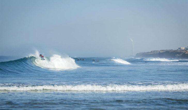 53421Um surfista português compete no Taiwan Open of Surfing