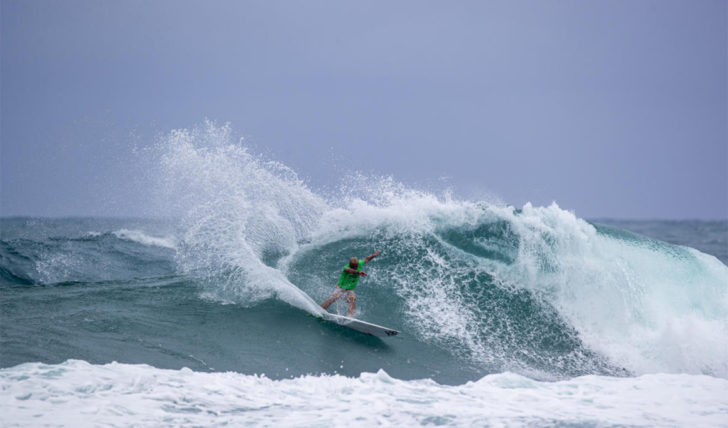53573Vasco Ribeiro eliminado no round 1 do Vans World Cup of Surfing