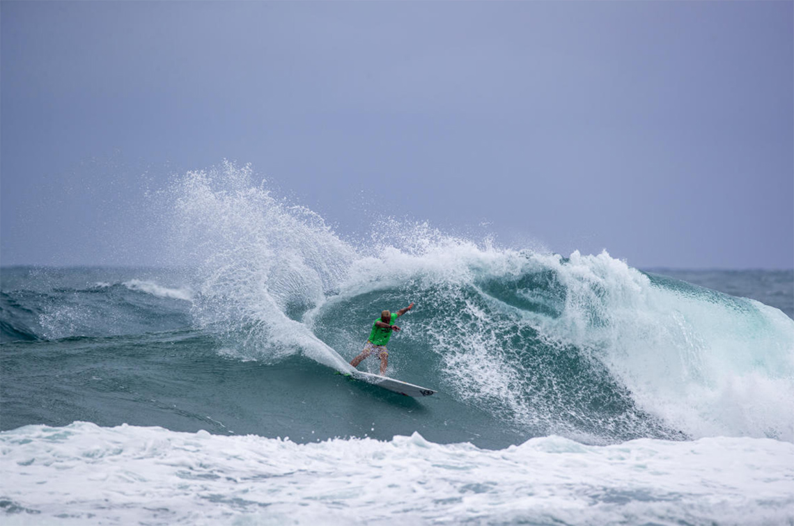 53573Vasco Ribeiro eliminado no round 1 do Vans World Cup of Surfing