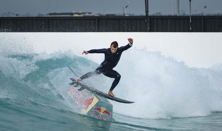 54907Julian Wilson combina surf & skate numa piscina de ondas || 8:34