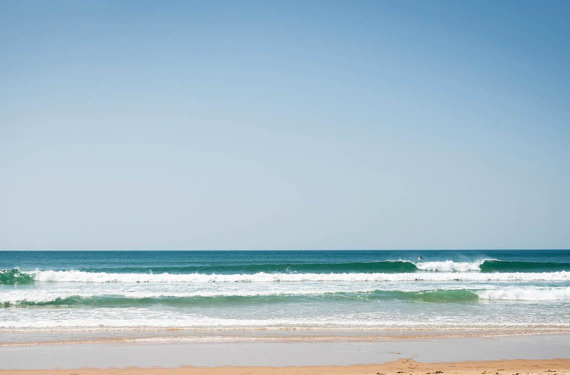 54936Será que os surfistas portugueses estão a cumprir a interdição?