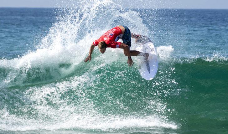 """55067Proibição de surfar """"escala"""" violentamente na Costa Rica"""