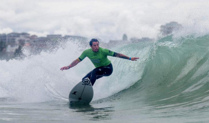 54827Vasco Ribeiro garante 3.500 pontos no Sydney Surf Pro