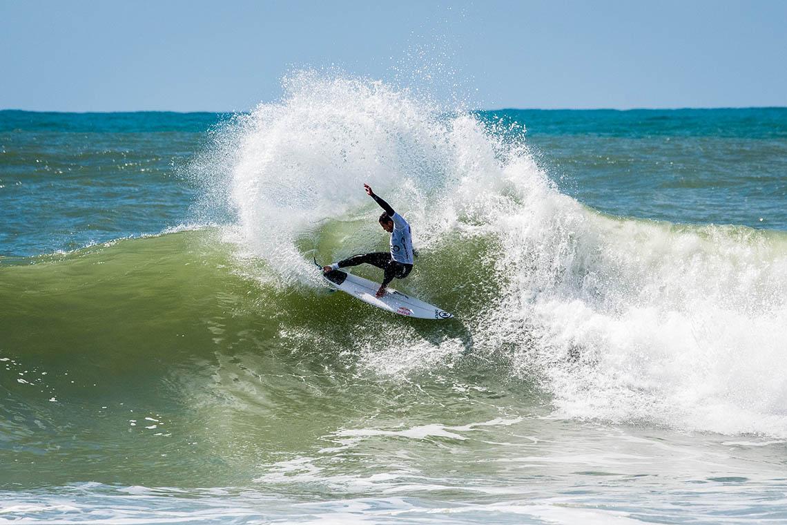 56045Será que Vasco Ribeiro vai abandonar o surf profissional?