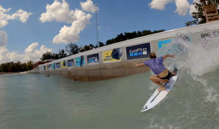 56650Coco Ho & friends na piscina de Waco || 5:33