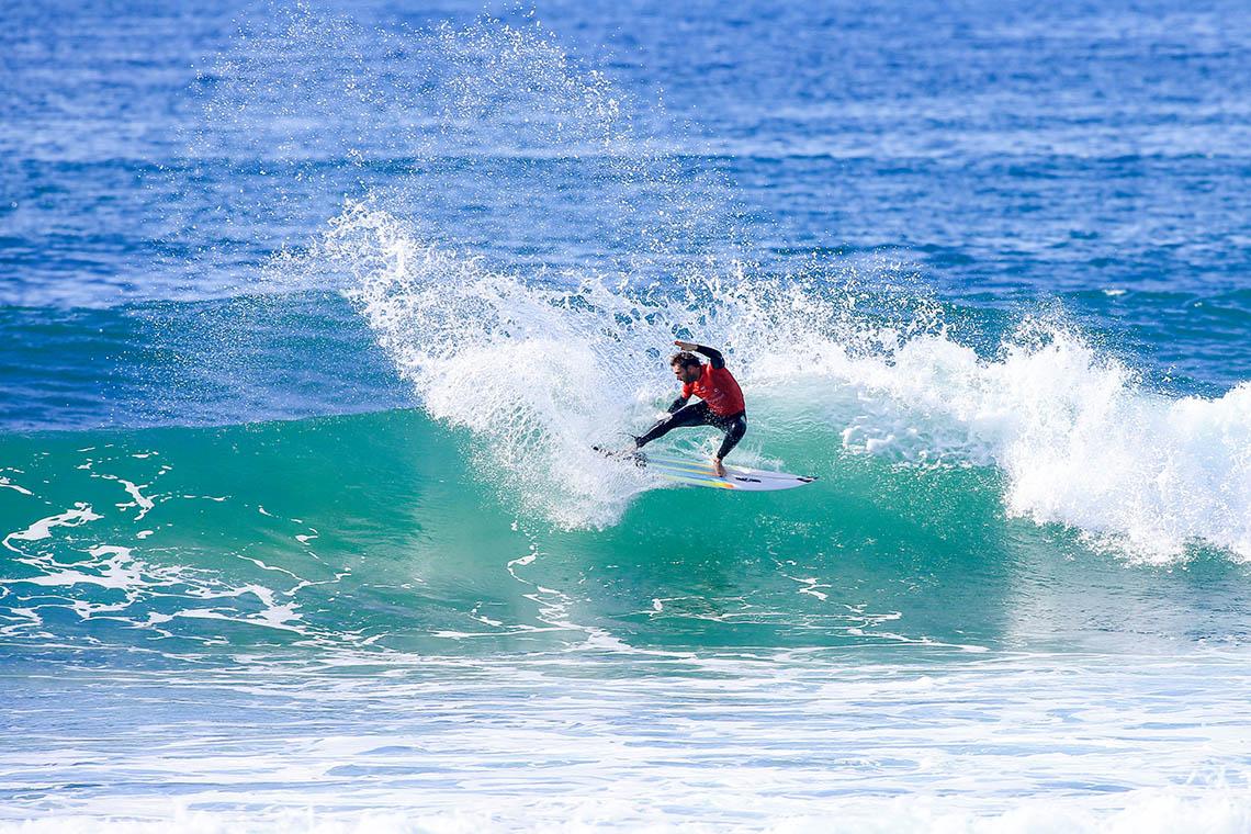 57076Dois surfistas profissionais entre os 600 portugueses com maior interacção no instagram…