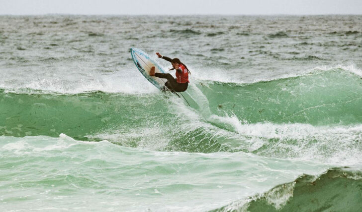57276Santander Award premeia resultado desportivo aliado à performance escolar na Liga MEO Surf