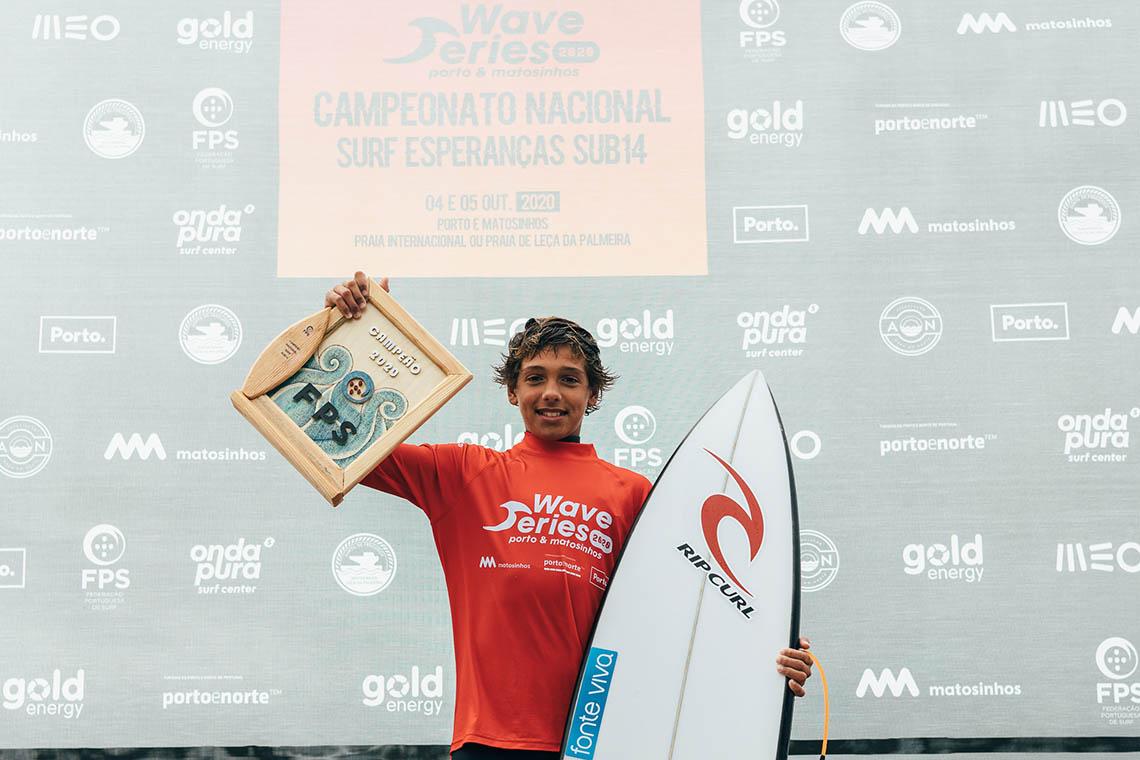 57806Matias Canhoto vence o Campeonato Nacional de Surf Esperanças Sub 14