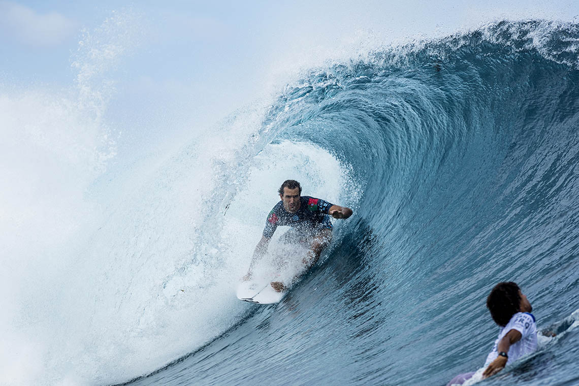 58377Os heats do round 1 do Billabong Pipe Masters