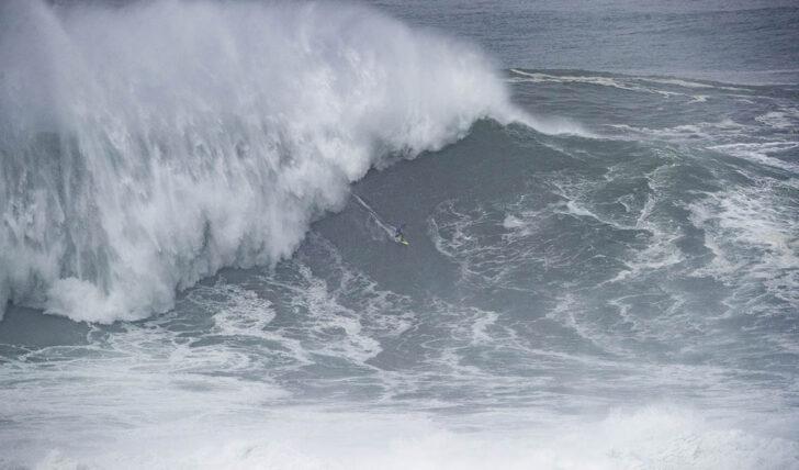 58136O período de espera para o Nazaré Tow Surfing Challenge já começou