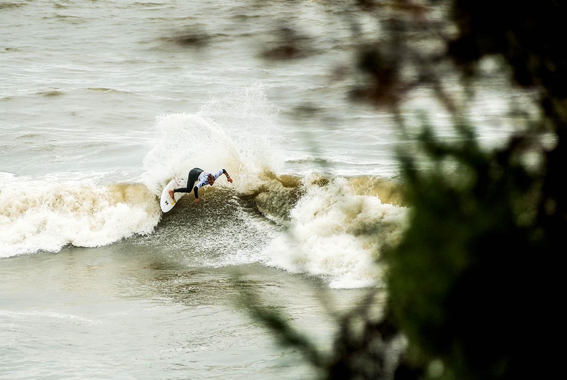 59183Prática do surf autorizada em algumas praias de Oeiras