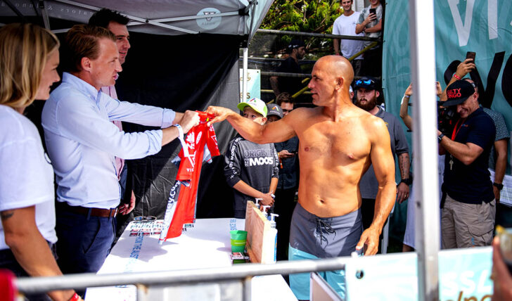 59361Kelly Slater retira-se do Rip Curl Newcastle Cup