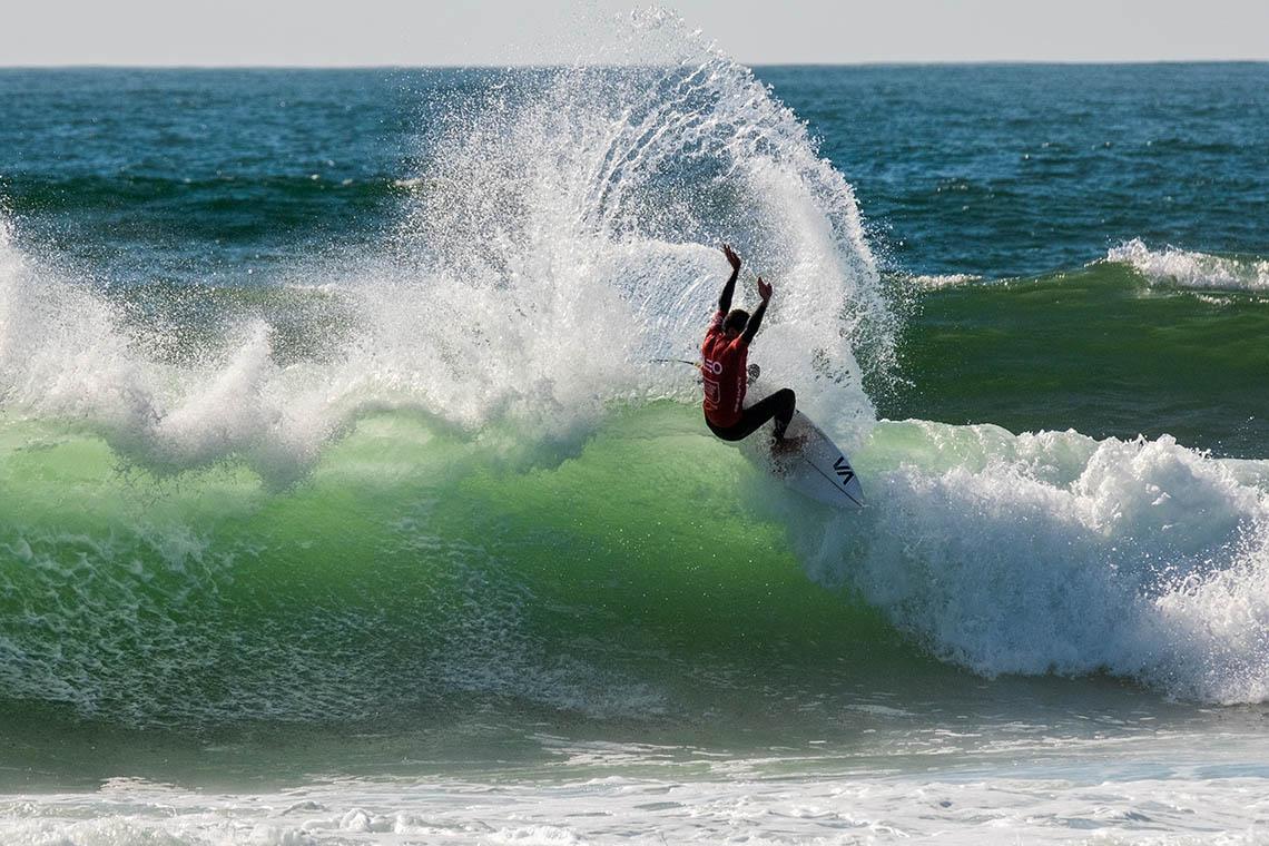 60175Joaquim Chaves Saúde Porto Pro abre com ondas de qualidade   Dia 1