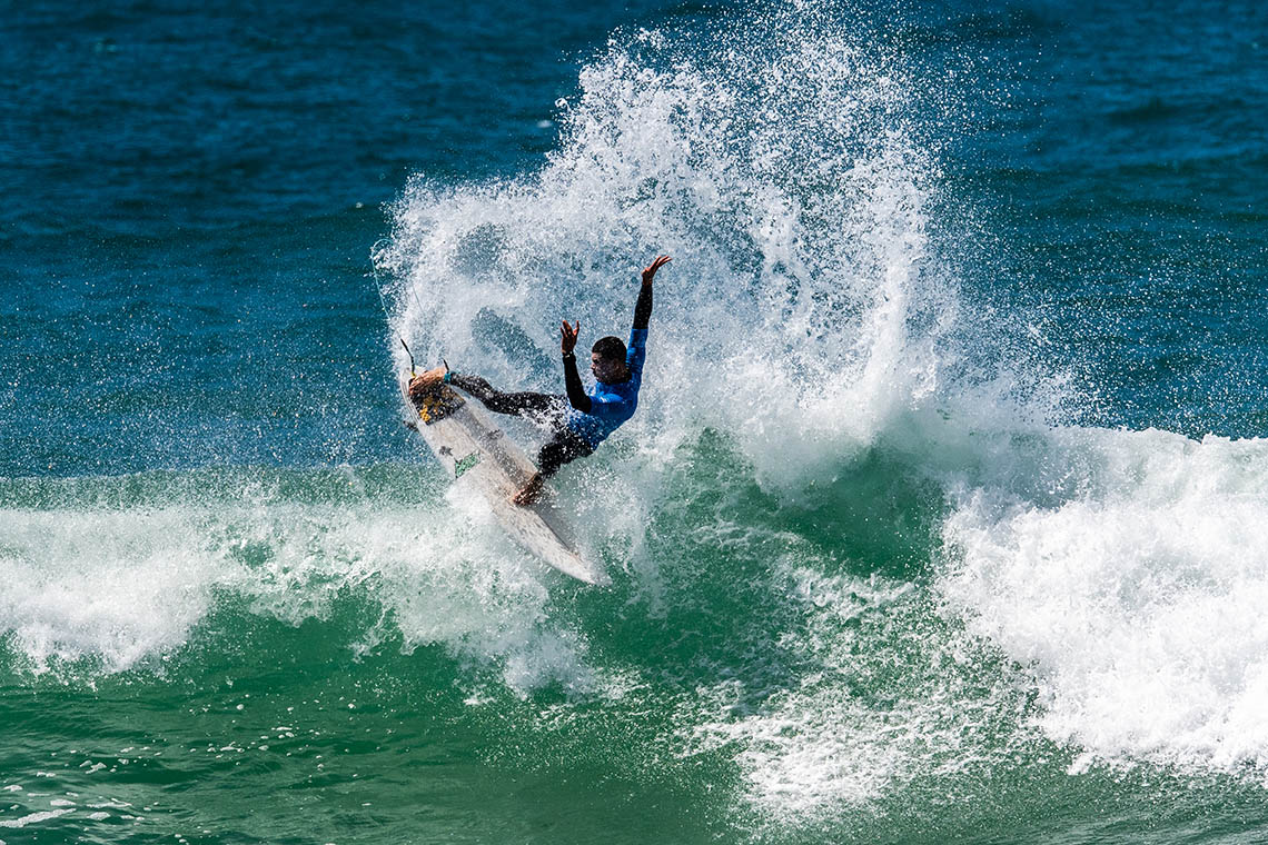 """61011Keeping up com Halley Batista   O surfista que tomou a Liga MEO Surf """"de assalto"""""""