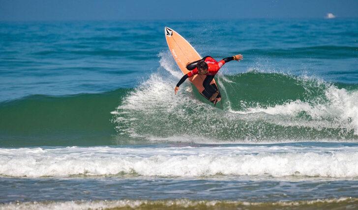60905Allianz Sintra Pro arranca com ondas pequenas na Praia Grande