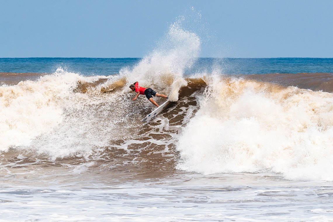 """60594""""Armada Lusa"""" reduzida a 4 surfistas em El Salvador"""
