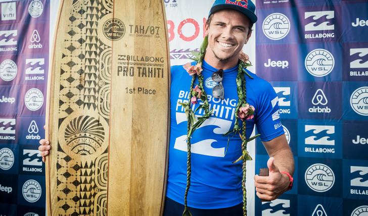 39497Julian Wilson vence Billabong Pro Tahiti em cinco minutos