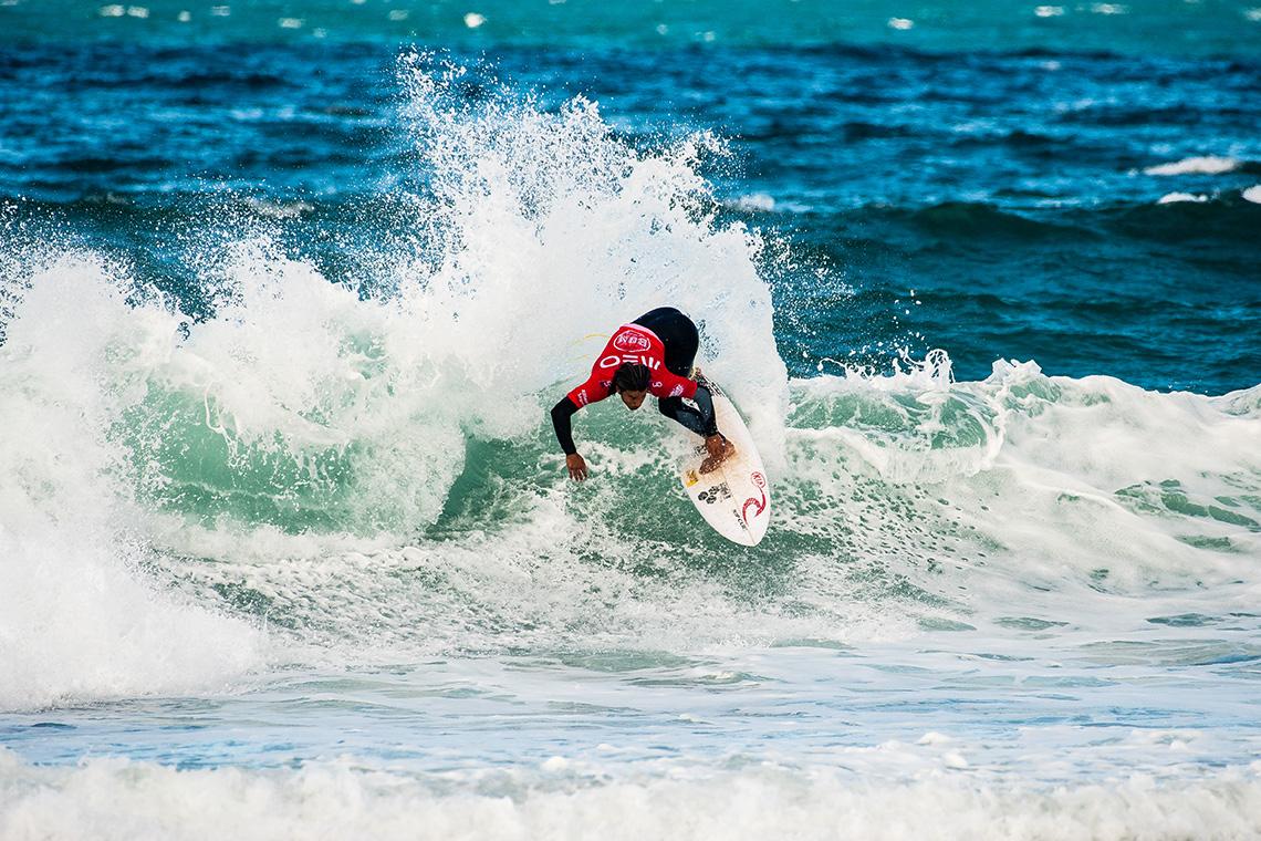 40023Disputa pelo título reduzida a 3 surfistas no Bom Petisco Cascais Pro   Dia 1